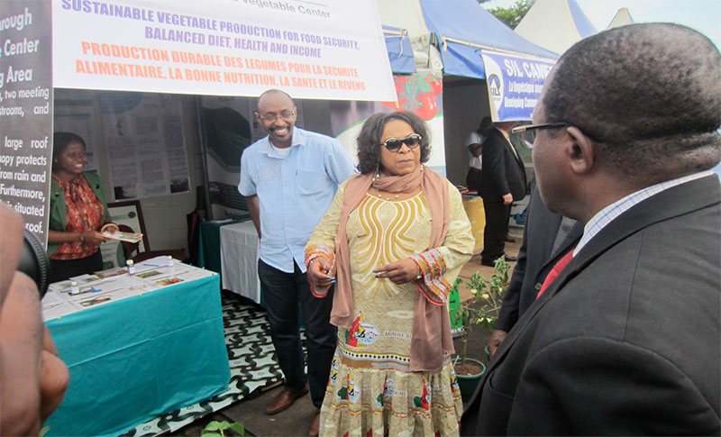 Dr. Magdaléne Tchuenté, Minister of Scientific Research and Innovation, visited the AVRDC stand, where she met AVRDC staff Geraldine Njumbe and Jean-Claude Bidogeza, Country Liaison Officer. Tsimi Evouna, Mayor of Yaoundé from the Urban Yaoundé Council (back to camera) also took a look at the booth.